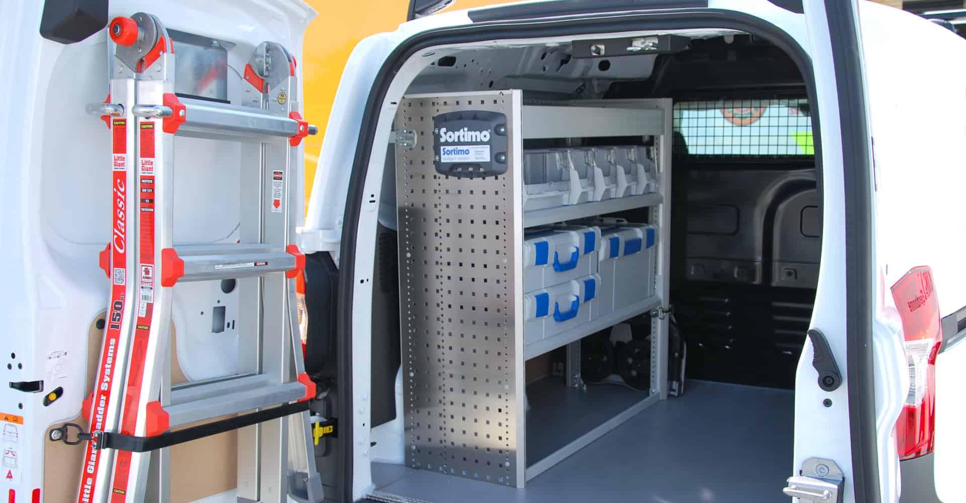 alsbilindretning bagdør minivan med stige
